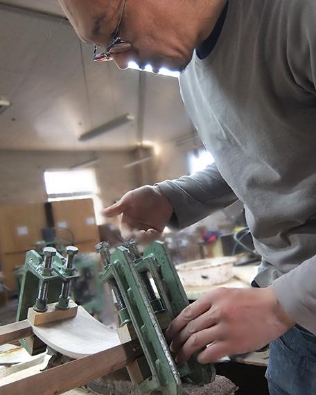 宮崎椅子製作所の制作風景1